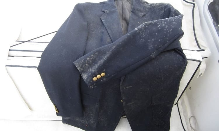 causes of mold on clothes